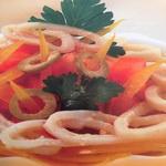 Салат из оливок и кальмаров