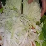 Салат из пекинской капусты с зелёным луком