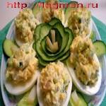 Яйца, фаршированные огурцами