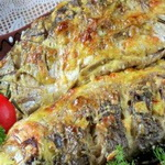 Шпигованная чесноком рыба